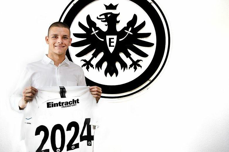 19 yaşlı serbiyalı Bundesliqa klubuna keçdi