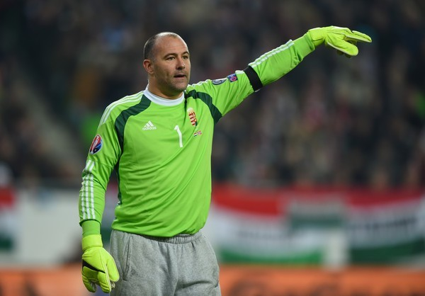 Tofiq Bəhramovda şalvarla meydana çıxan futbolçu 43 yaşında futboldan getdi