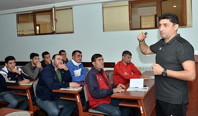 AFFA-nın seminarı yeni, forması köhnə -