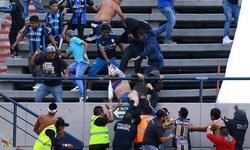 Azarkeşlər dalaşdı, futbolçular qaçdı - VİDEO