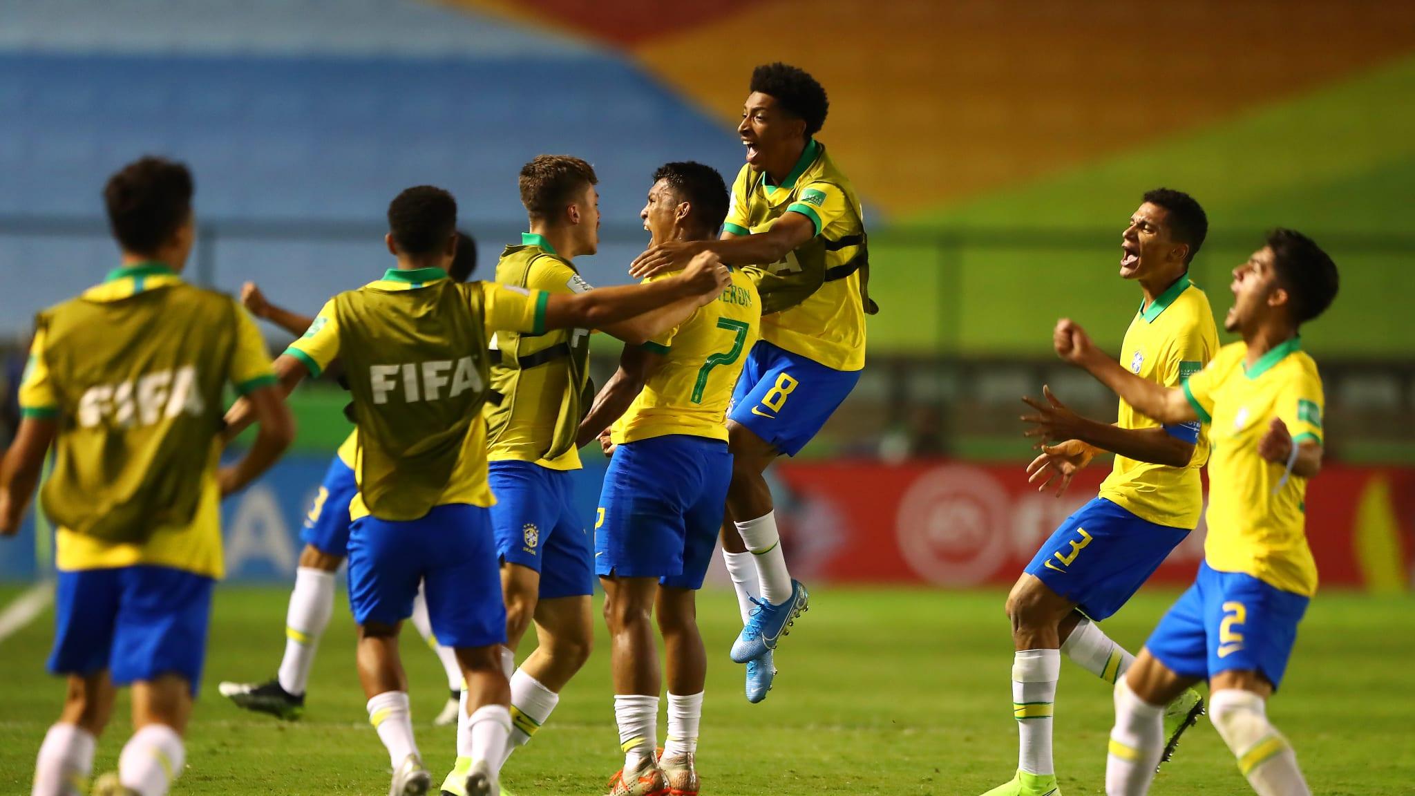 Braziliya finala vəsiqə qazandı - VİDEO