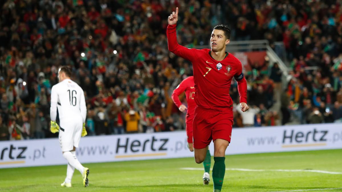 Ronaldo azərbaycanlı futbolçuya çatır - 11 qol qaldı