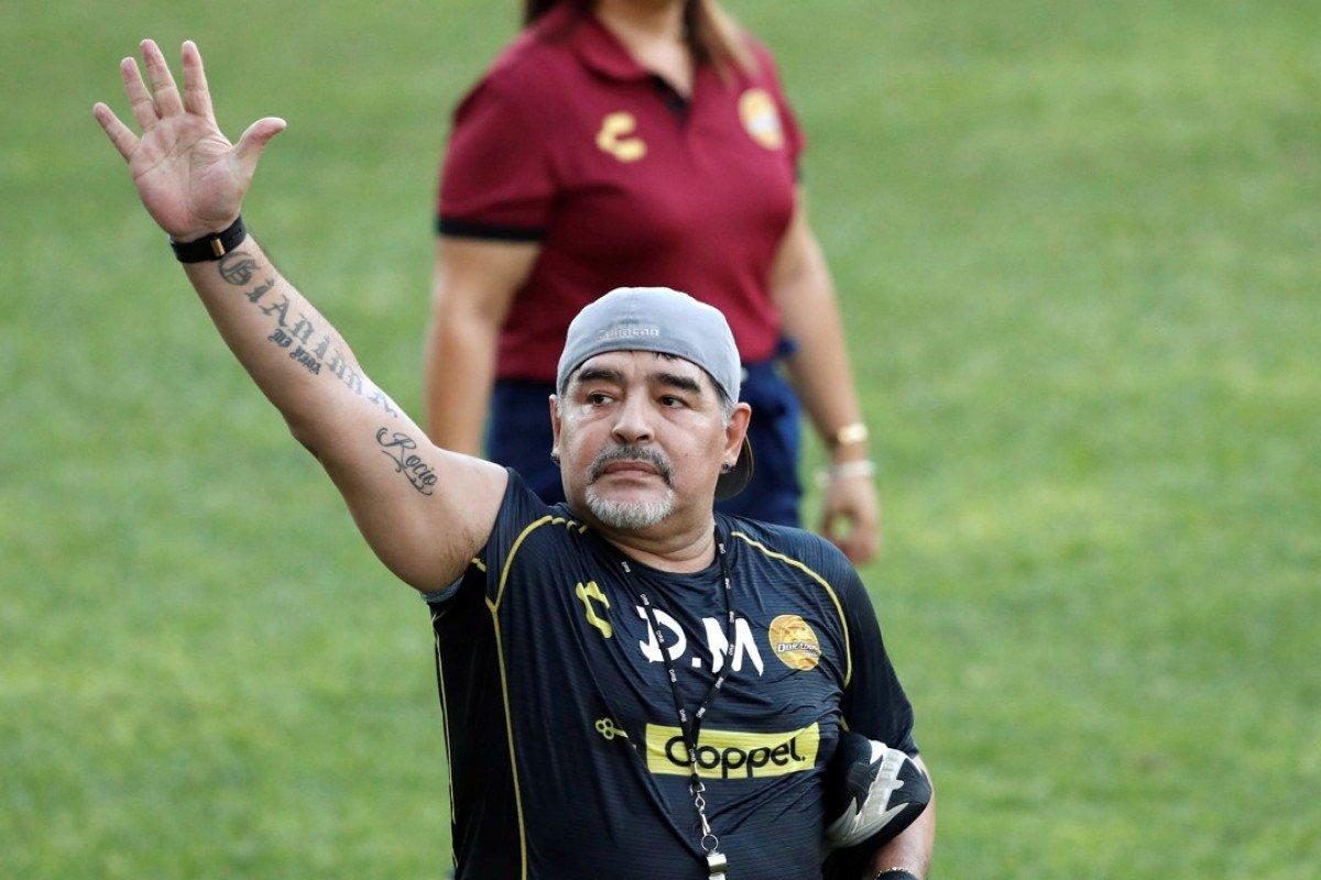 Maradona istefa verdi!