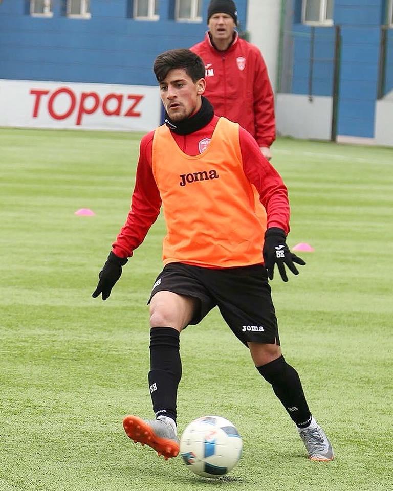 Azərbaycanlı futbolçu Tailanda yollandı
