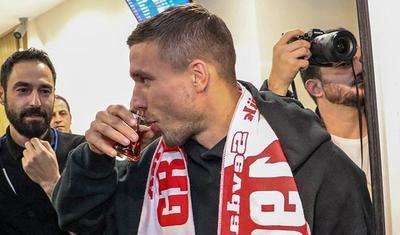 Lukaş Podolski Türkiyə Superliqasına qayıtdı -