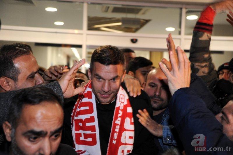 Lukaş Podolski Türkiyə Superliqasına qayıtdı - RƏSMİ