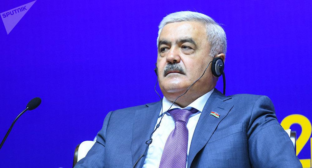 """Rövnəq Abdullayev: """"Heç nə vecimə deyil"""""""