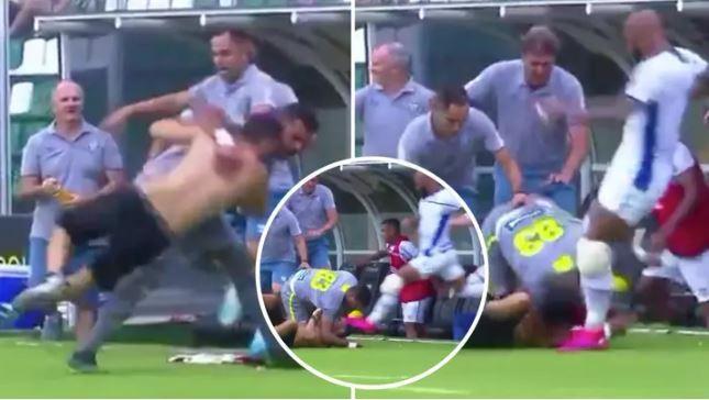 Futbolçular azarkeşi döydü - VİDEO