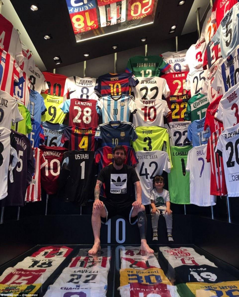 Messinin kolleksiyasında Ronaldonun forması varmı? - FOTO