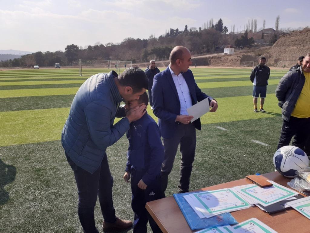 Prezident balaca futbolçunu qucaqlayıb öpdü - FOTO