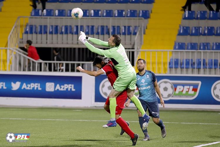 O, Azərbaycanda 4 futbolçudan biridir ki… - FOTO