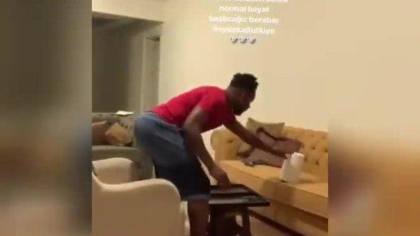 Evdən çıxmayan futbolçu təkbaşına nərd oynadı - VİDEO