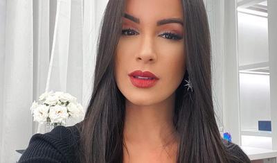 Karantin vaxtı sevgilisi ilə əylənən futbolçu -