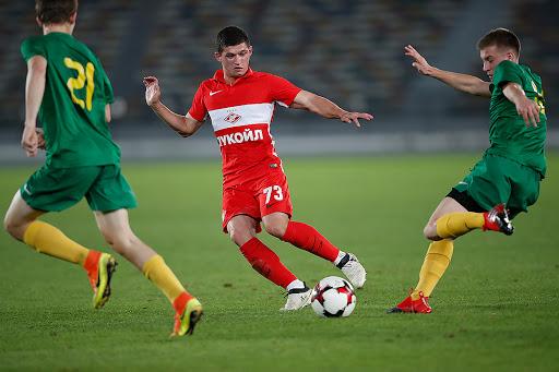 Azərbaycanlı futbolçu Rusiyada koronavirus testindən keçdi