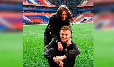 Futbolçunun sevgilisi özündən daha... -