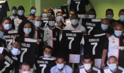 Bax, Ronaldo belə oğlandır! -