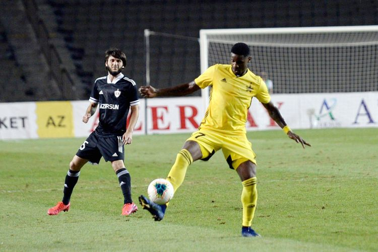 Bədavi Hüseynovu vurdu, UEFA-dan cəzasını aldı