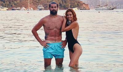 """Tanınmış qapıçının xanımı bikinili FOTOsu ilə """"partlatdı"""" -"""
