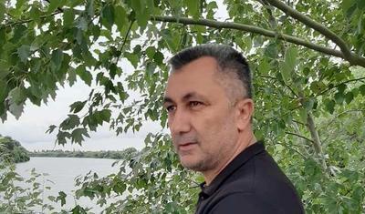 Ramin Musayev deyir, Elxan Məmmədov yedirdir