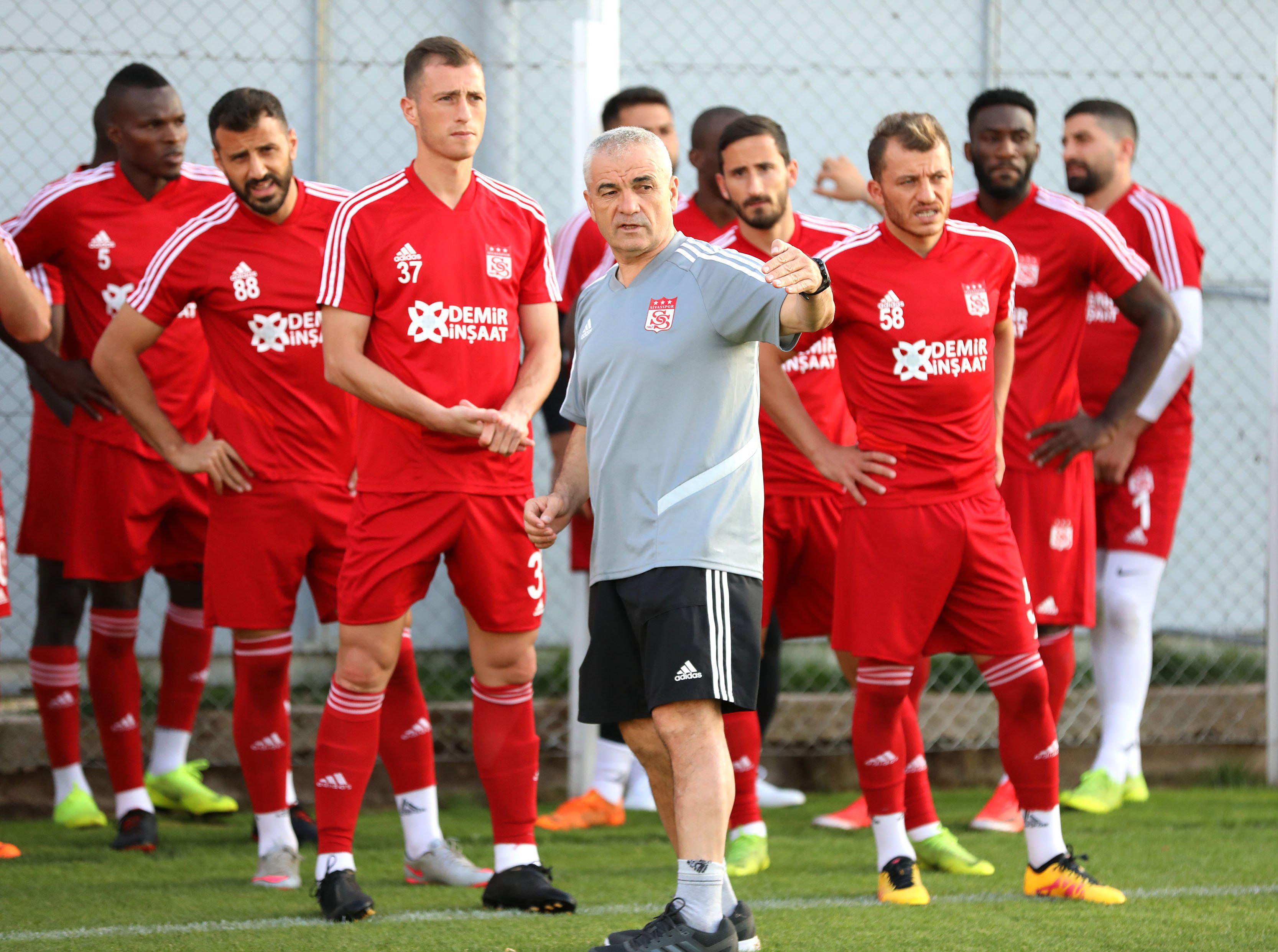 """""""Qarabağ"""" görsün - ona qarşı 6 hücumçudan yararlanacaq"""