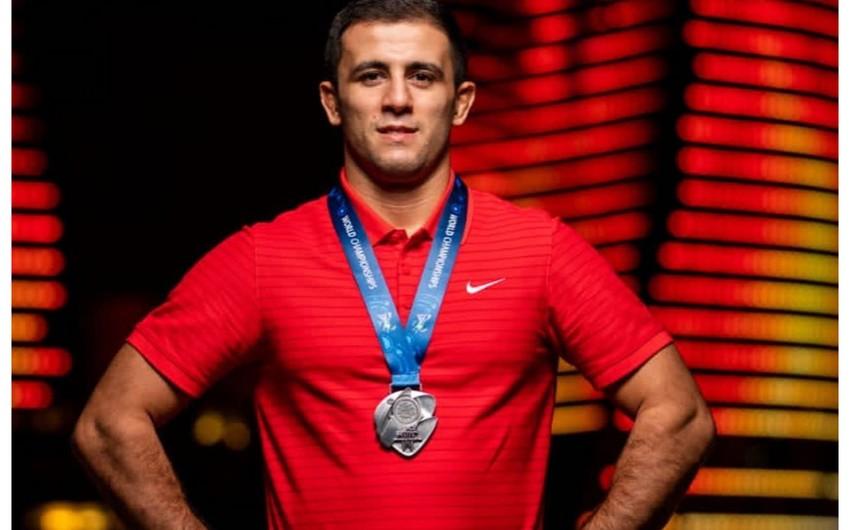 Azərbaycanlı çempion qızıl medalını Ordu üçün hərraca çıxarır