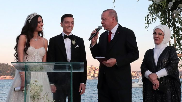 """Ölkə gözəli ilə evləndi, toyuna prezident gəldi: """"Anamın haqqını ödəyə bilmərəm"""""""