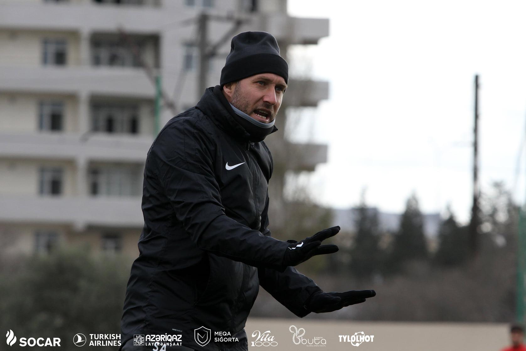 """Abasov 4:1-ə görə """"Neftçi""""nin futbolçularını danladı"""