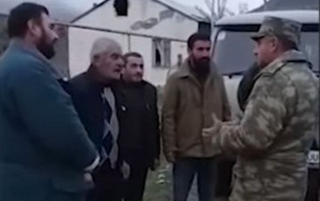 Azərbaycan hərbçiləri Ağdamda erməni ailəsinə kömək etdi - VİDEO