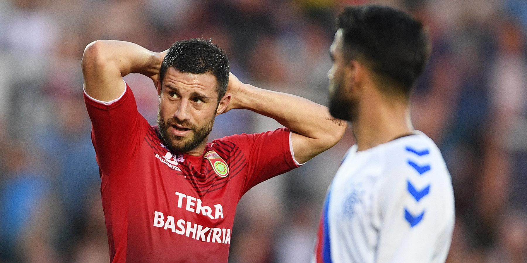 Azərbaycanlı futbolçuya 4 dəqiqə inandılar - VİDEO