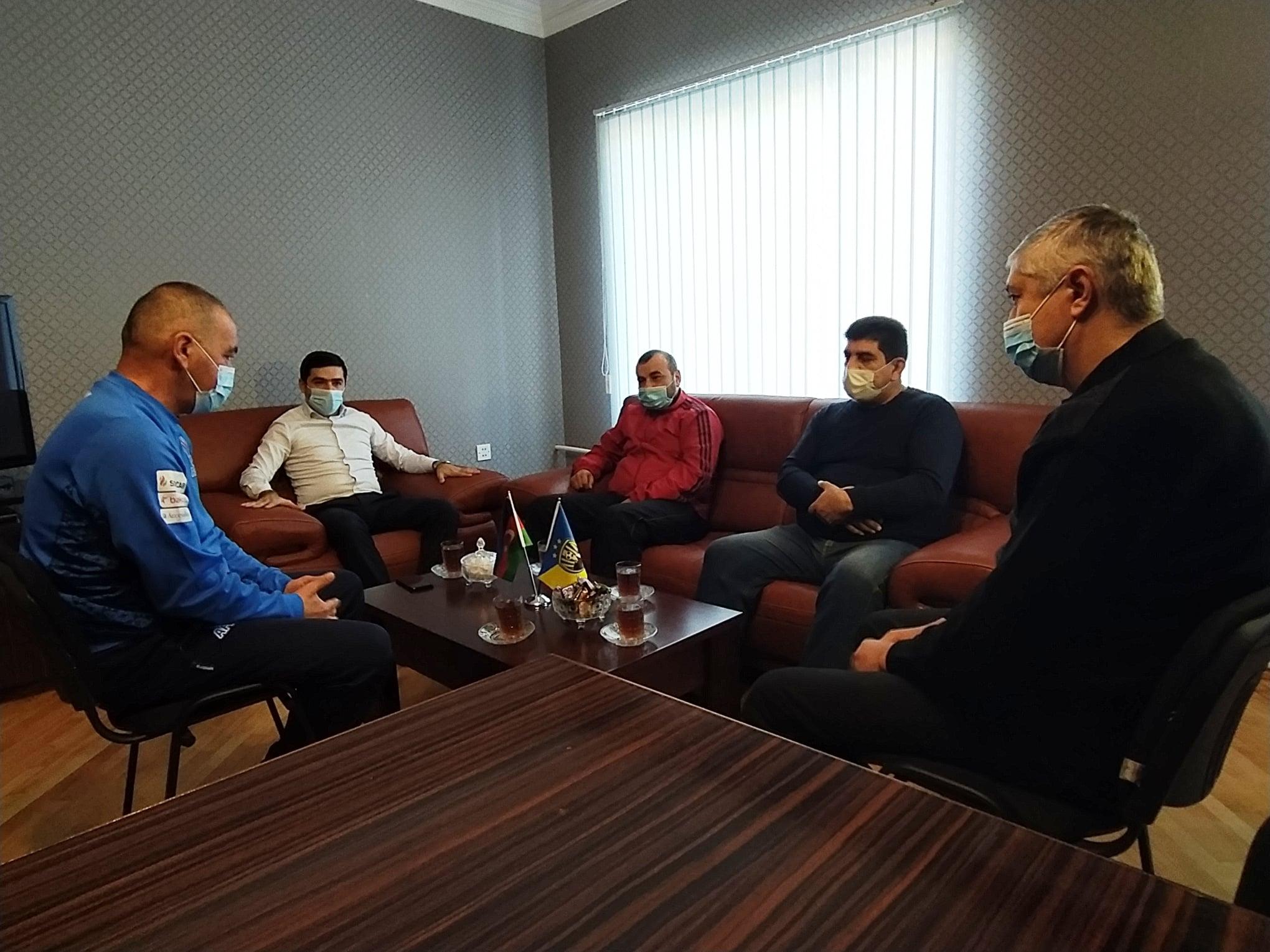 """""""Kəpəz""""in baş məşqçisi söyür, """"Neftçi""""nin futbolçusu özünü apara bilmir"""