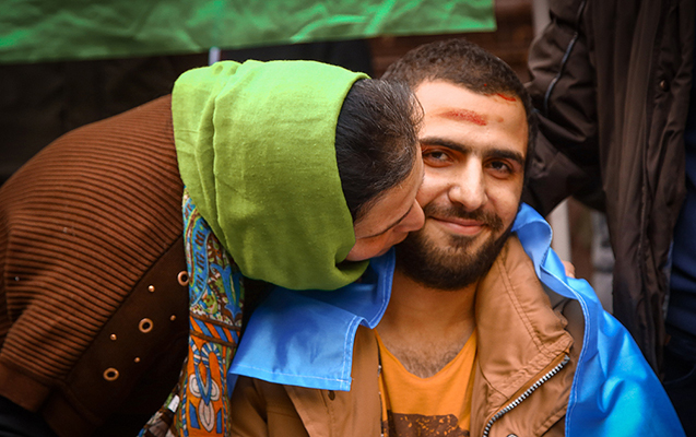 Döyüşdə bir ayağını itirən 23 yaşlı Abbas belə qarşılandı - FOTOLAR