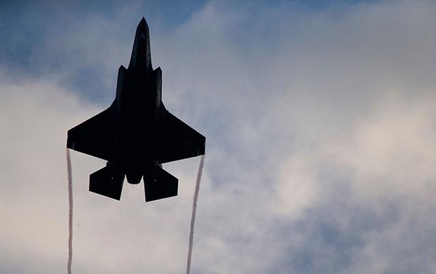 İrəvanın üzərində hərbi aviasiya göründü - VİDEO