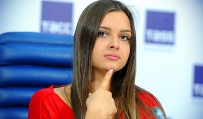 Rus gözəli tez-tez kişilər üçün... -