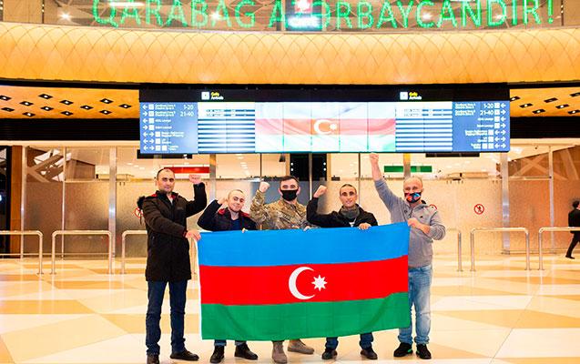 Türkiyəyə müalicəyə göndərilən 4 qazi Vətənə qayıtdı - fotolar