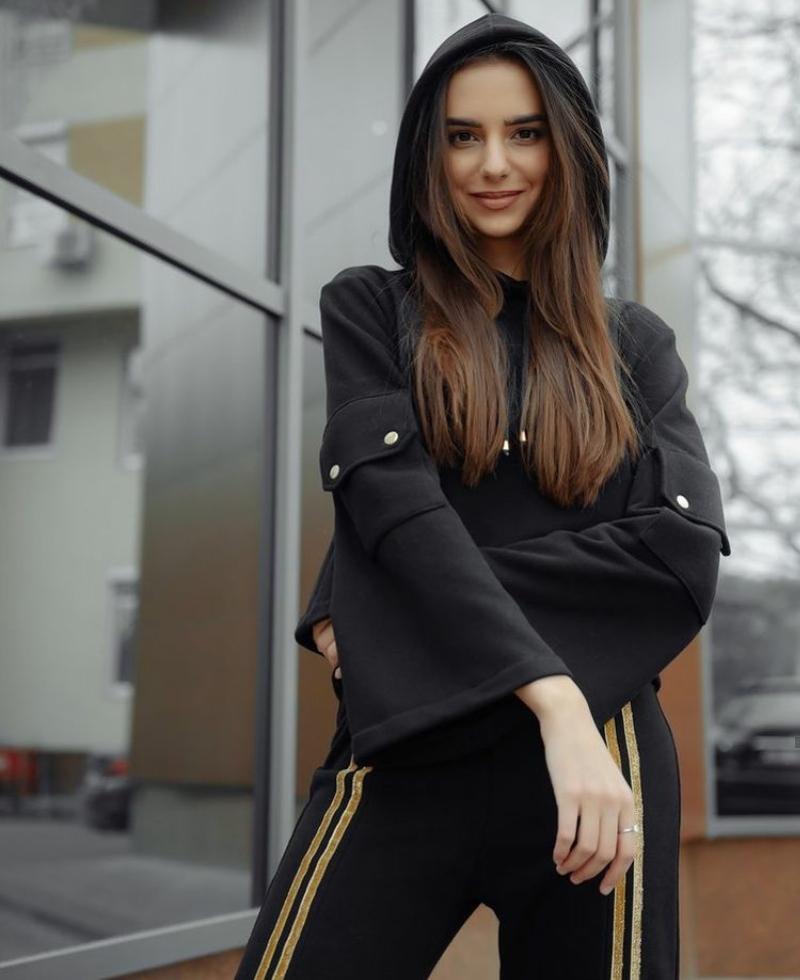 Gözəlliyi ilə göz qamaşdıran karateçi model DƏRYANIN FOTOLARI