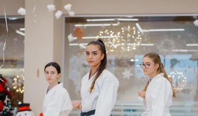 Gözəlliyi ilə göz qamaşdıran karateçi model DƏRYANIN