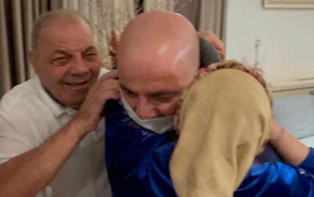 Mübariz Mənsimov 1 ildən sonra evinə döndü, anası onu... - VİDEO