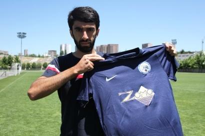 Ermənistanda 7 və 10 yaşlı qardaşlar futbolçunun avtomobilini qaçırdı