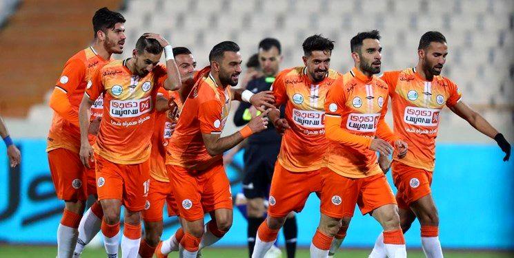 İranın məşhur klubu azərbaycanlı baş məşqçiyə təklif göndərdi