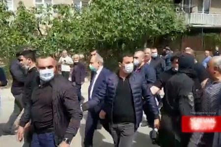 """Paşinyan söz güləşdirdi: """"Ara, kapitulyant özünüzsünüz!"""" - VİDEO"""