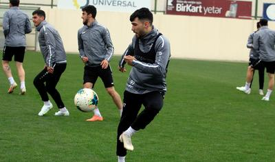 """Bir gözü """"Qarabağ""""da, bir gözü mükafatda -"""
