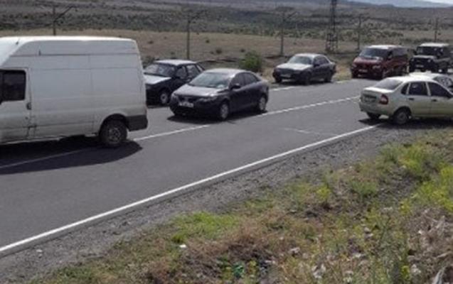 Ermənilər Gümrü-İrəvan avtomobil yolunu bağladılar - VİDEO