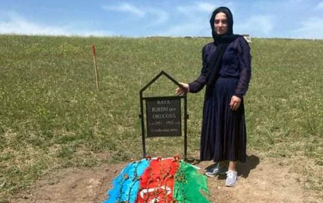 Raquf Orucovun qoyduğu nişanə ilə anasının məzarı tapıldı - FOTO