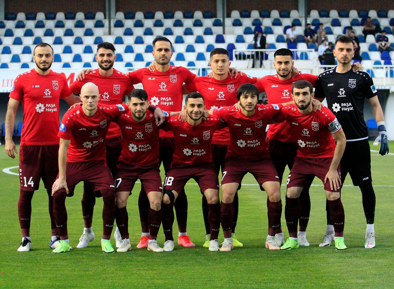 """""""Sumqayıt""""ın prezidenti futbolçuların pulunu """"fırladır"""""""