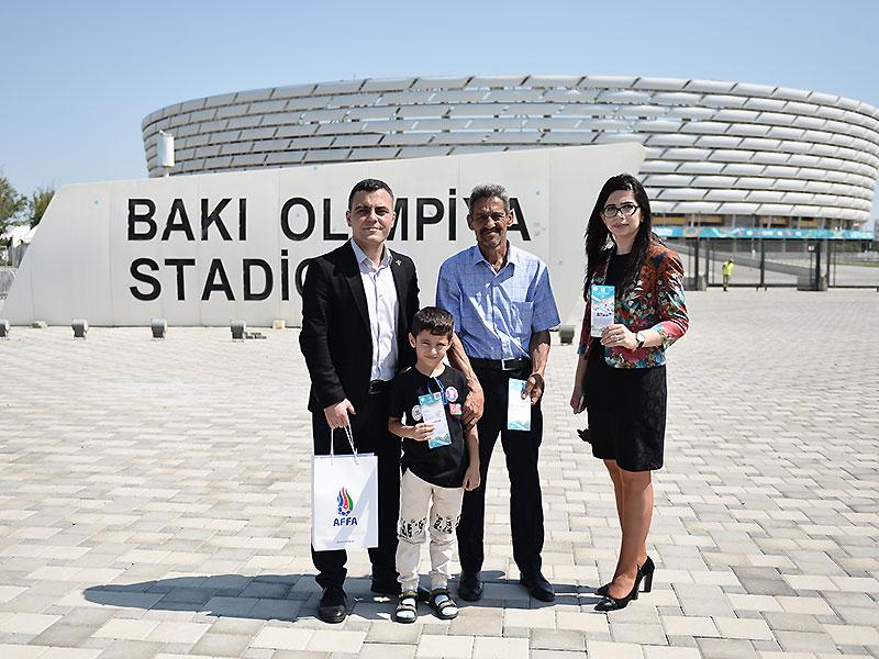 FOTO: AFFA uşaqlara hədiyyə etdi - AVRO-2020-nin biletlərini