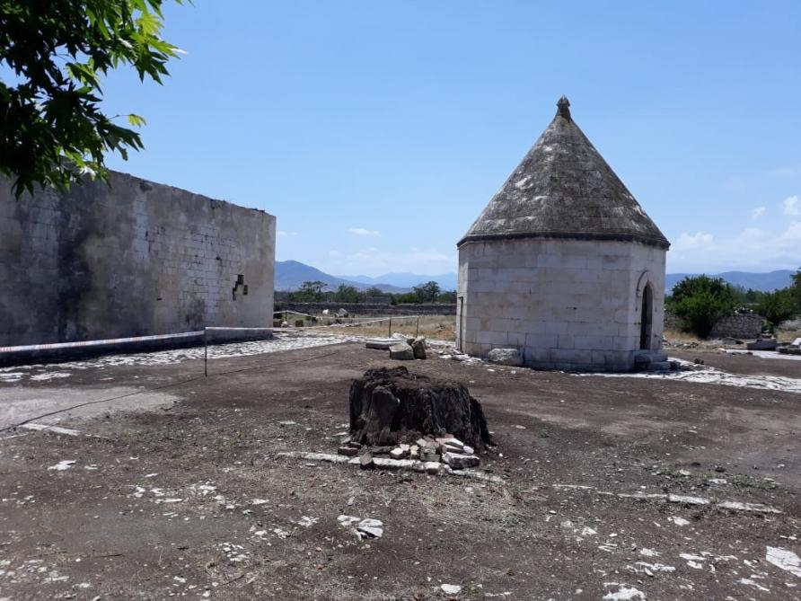 İmarət kompleksi də ermənilər tərəfindən təhqir edilib - FOTOLAR