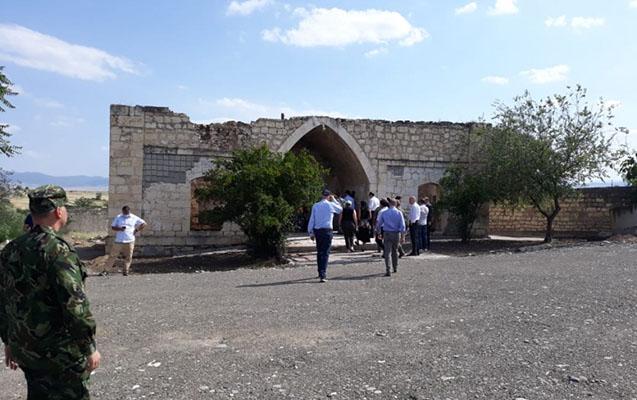 Ermənilərin tərk etməzdən əvvəl yandırdığı məsciddən FOTOLAR