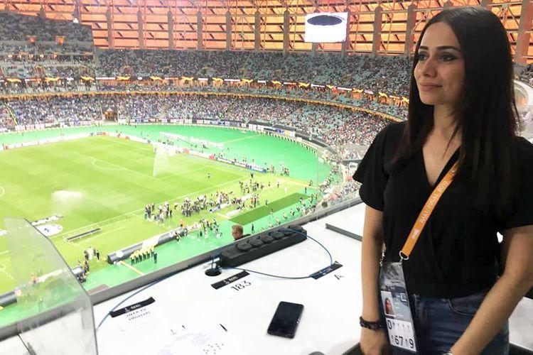 """""""CBC Sport""""un şərhçisi 11 stadionun gözəlləri arasında - FOTOSESSİYA"""