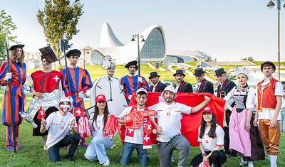 Avropanın bir gözü bizdə: Bakıda futbol havası əsir -