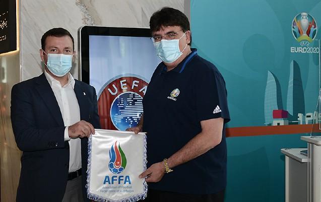 Elxan Məmmədov UEFA-dakı həmkarı ilə görüşdü